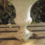Clin d'oeil à ce Vase Médicis qui ne demande qu'un peu de rénovation pour revivre entre vos mains....