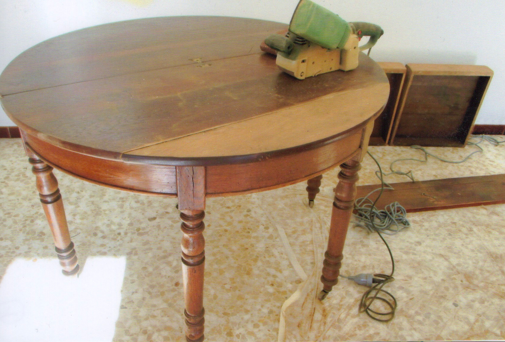decapage table ronde en bois